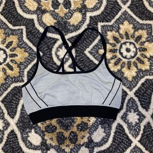 UNDER ARMOUR | Threadborne Seamless Bra